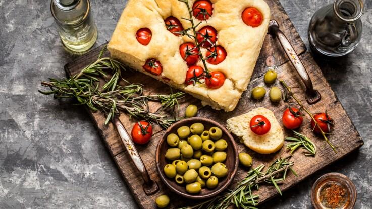 Fougasse et focaccia : comment faire un pain garni pour l'apéro ?