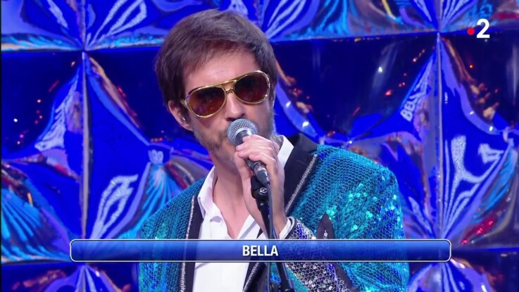 """""""N'oubliez pas les paroles"""" : qui est Fabien Haimovici, le chanteur qui accompagne les candidats ?"""