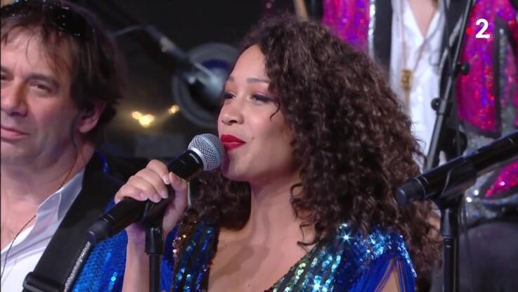 """""""N'oubliez pas les paroles"""" : qui est Kania Allard, la choriste de l'émission"""