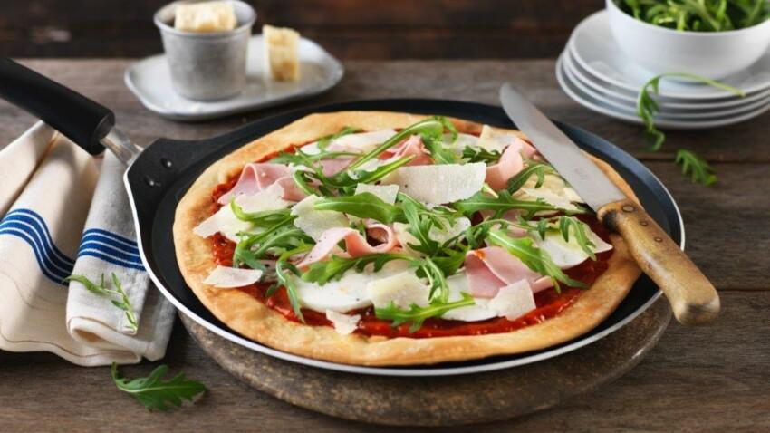 Pizza sans four : notre recette super gourmande de pizza à la poêle