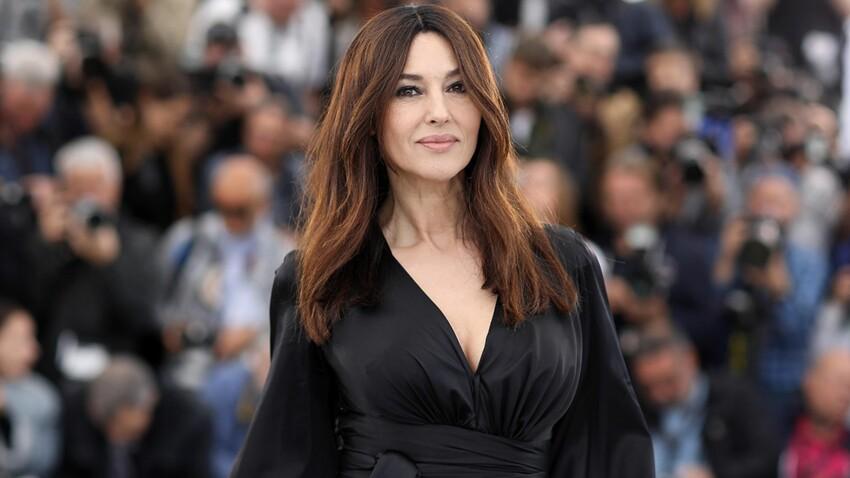Photo – Monica Bellucci, plus sexy que jamais dans un body en soie décolleté (mais vraiment très, très décolleté !)