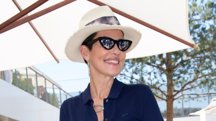 Robe noire, tongs et chapeau de paille : ce look d'été trop classe de Cristina Cordula !