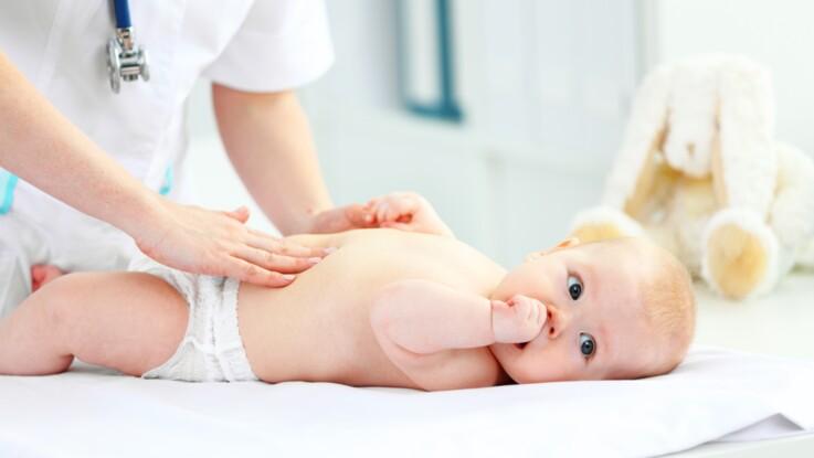 RGO du nourrisson : comment reconnaître les symptômes du reflux gastro-oesophagien chez bébé ?