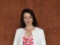 Anne Roumanoff en vacances : elle assume ses coups de soleil en serviette de plage
