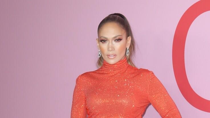 Jennifer Lopez : sublime, elle pose en maillot de bain à 50 ans