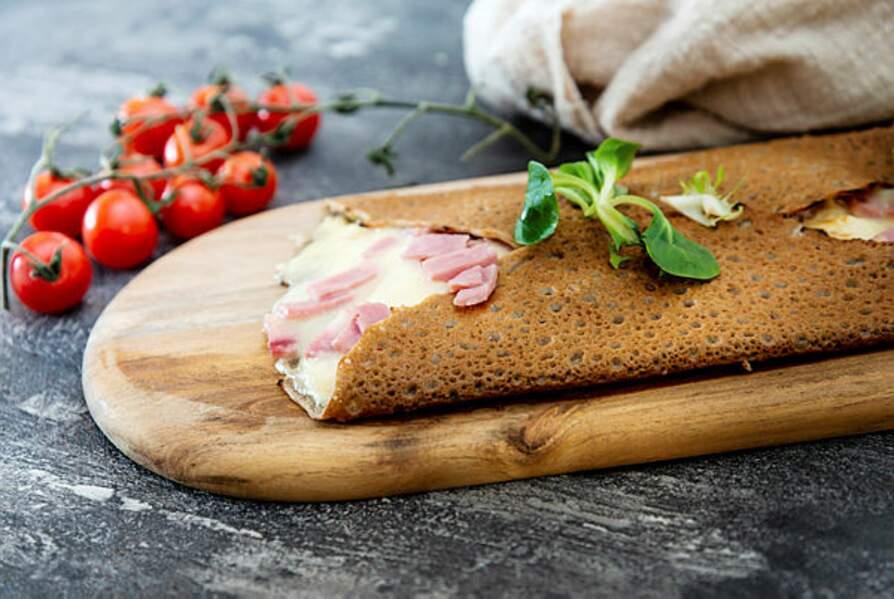 Galette de blé noir, jambon, fromage de brebis