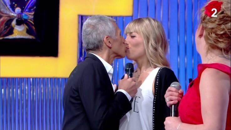 """Nagui : sa femme Mélanie Page débarque par surprise sur le plateau de """"N'oubliez pas les paroles"""""""