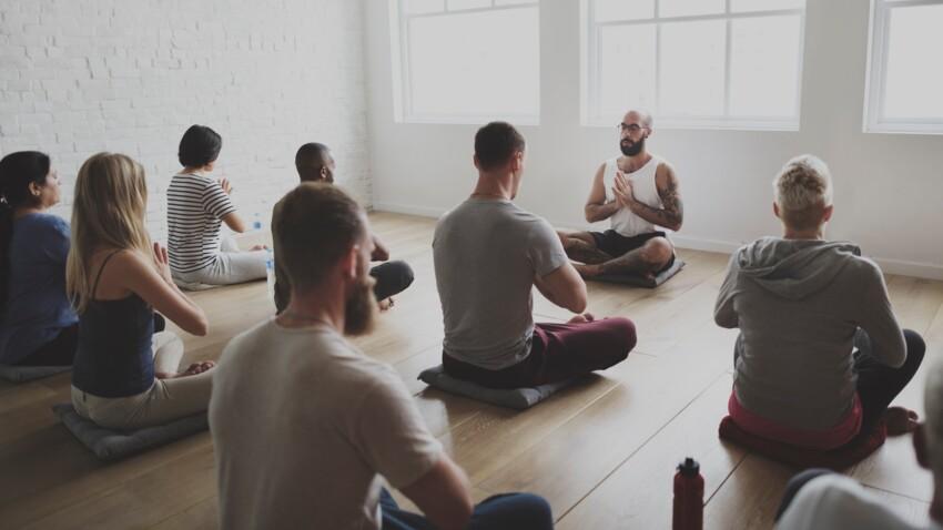 """Le """"drunk yoga"""", la tendance insolite pour se relaxer"""