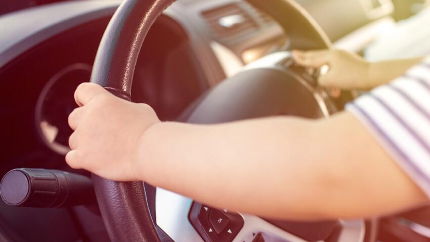 Un enfant de 8 ans vole la voiture de ses parents et roule à 140 km/h sur l'autoroute