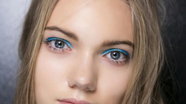 Eye liner coloré : la nouvelle tendance make-up à adopter