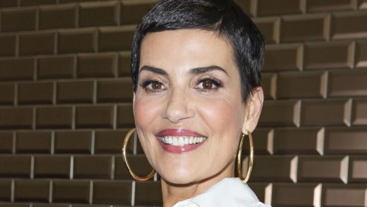 Cristina Cordula : total look jean, franges et chapeau, encore une tenue qui détonne !