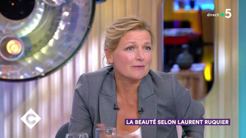 """Vidéo - """"C à Vous"""" : quand Anne-Elisabeth Lemoine se lâche et drague en direct"""