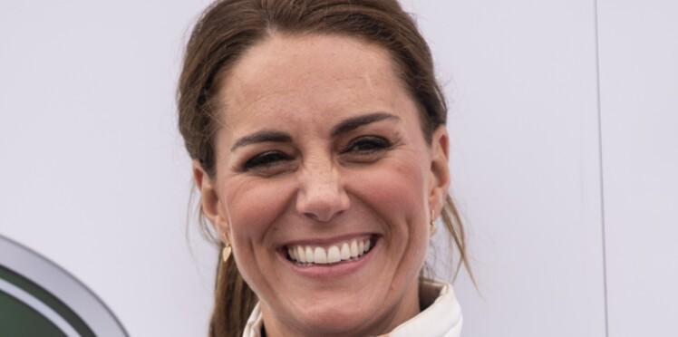 Mais au fait, pourquoi Kate Middleton porte-t-elle trois bagues à son annulaire gauche ?