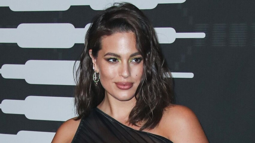 Photos - Ashley Graham : quand le mannequin plus size casse les codes de la mode et défile enceinte à la fashion week de New York !