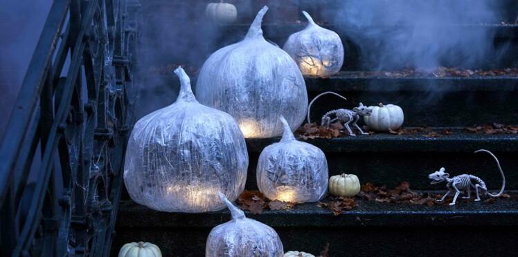 Déco d'halloween : des citrouilles lumineuses pour le jardin