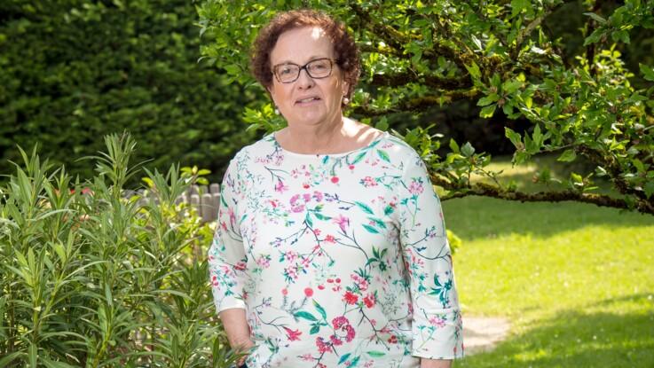 """Arthrose : """"J'aurais dû me faire opérer plus tôt!"""" (Renée, 69 ans)"""