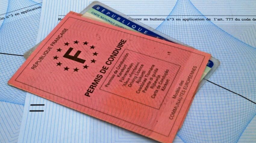 Ancien permis de conduire, suis-je obligée de le changer ?