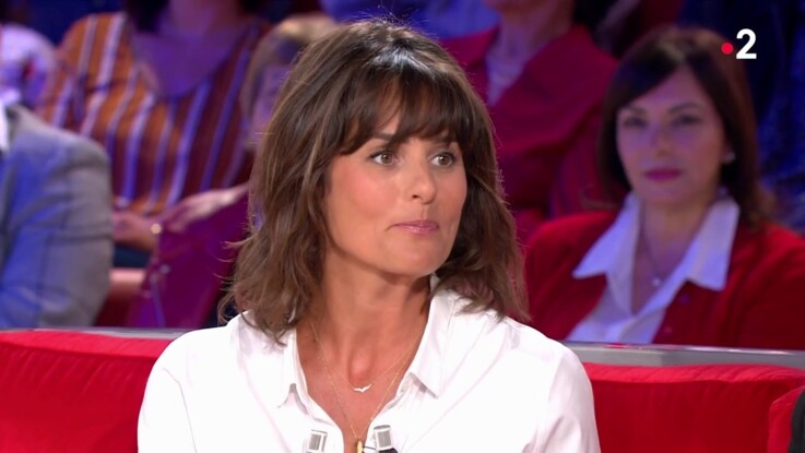 """Vidéo - """"Vivement Dimanche"""" : Faustine Bollaert se confie sur son lien incroyable avec Jean-Luc Delarue"""