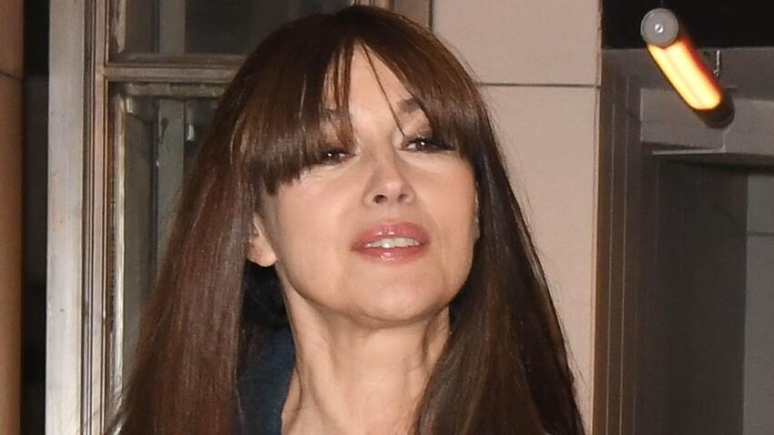 Monica Bellucci joue encore la transparence et dévoile son décolleté dans de jolis dessous