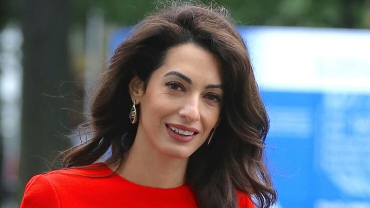 Photos - Amal Clooney : quand la chérie de George ose une couleur totalement improbable (vous validez !)