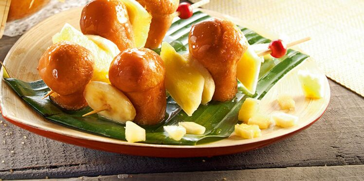 Brochette de fruits & baba au rhum