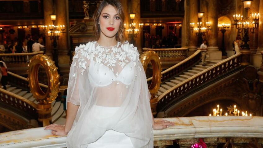 Photo - Iris Mittenaere : la Miss Univers affiche fièrement ses vergetures
