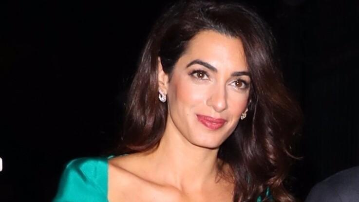 Photos - Amal Clooney : ce look ! Quand la femme de George dégaine la couleur qui flashe du moment (attention les yeux !)