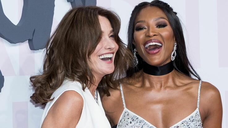 Carla Bruni : 25 ans après, elle partage une vidéo où elle s'éclate avec Naomi Campbell pour fêter la fin de la fashion week