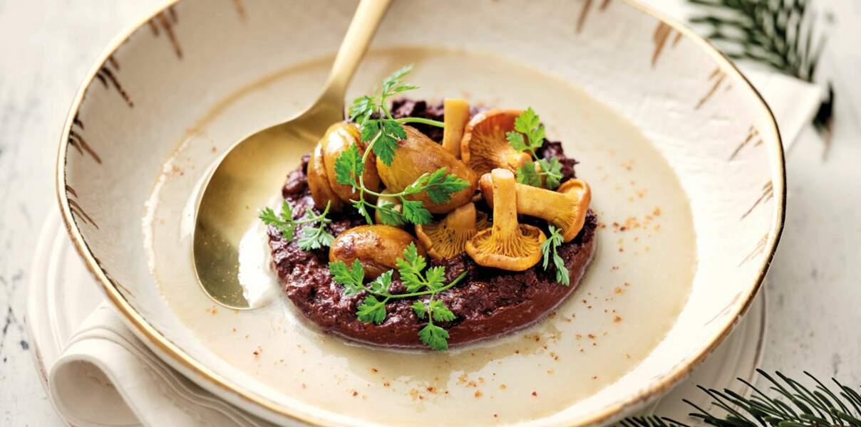 Velouté de marrons à la crème épaisse, boudin noir et pickles de girolles de Hélène Darroze