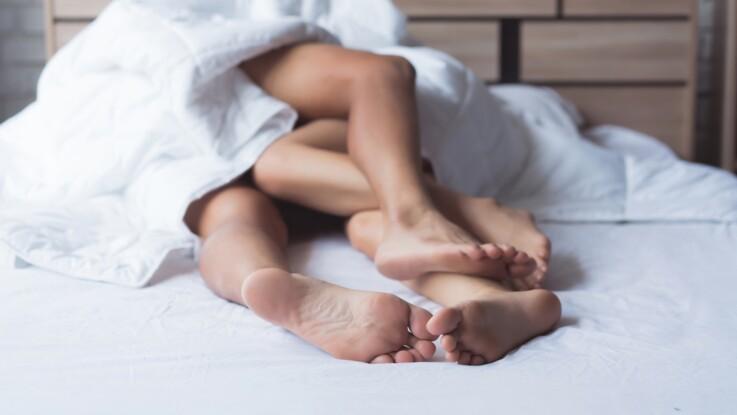 Comment mettre un préservatif féminin ? Le mode d'emploi en images