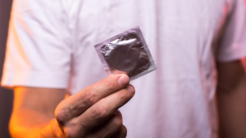 Comment mettre un préservatif masculin ? Le mode d'emploi en images