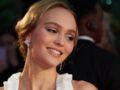 Photos - Lily-Rose Depp : oups, l'accident de décolleté sur tapis rouge !
