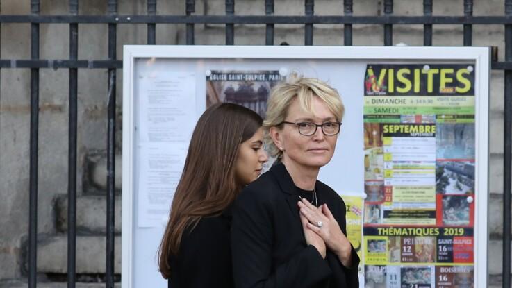 Claude Chirac : elle fond en larmes pendant l'hommage de la population à son père Jacques Chirac en Corrèze