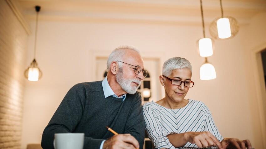 Qu'est-ce que l'âge pivot qui fait débat ?