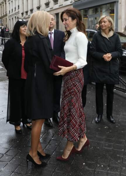Brigitte Macron : cette robe noire canon qu'elle porte avec élégance et originalité