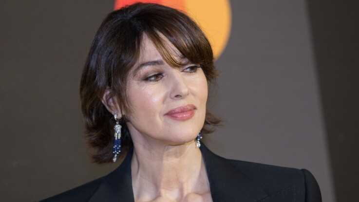 Photos - Monica Bellucci torride en corset transparent et soutien-gorge apparent (so sexy !)