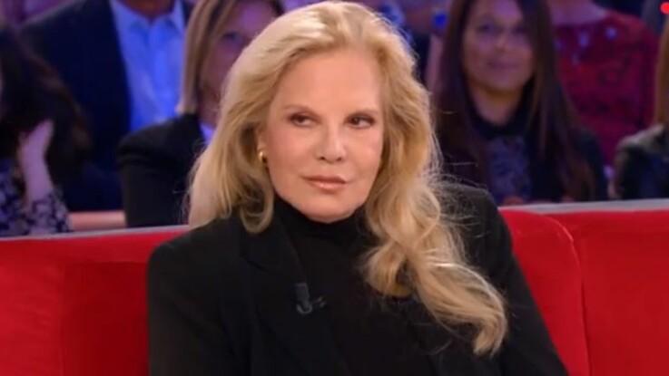 """Sylvie Vartan et Michel Drucker évoquent """"la première vraie famille"""" de Johnny Hallyday"""