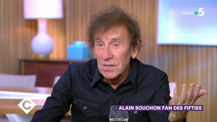 """Vidéo - """"Connard"""", """"Sale con"""" : Alain Souchon insulté à cause d'Emmanuel Macron"""