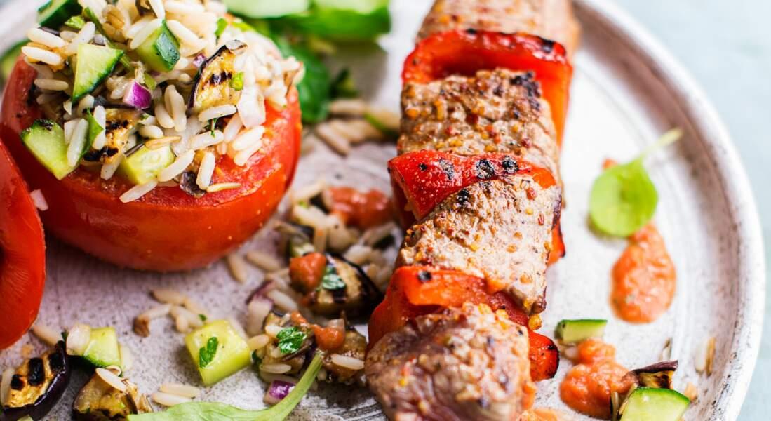 Brochette de bœuf satay et tomates farcies au riz