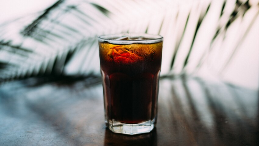 Surpoids : boire du soda ferait davantage grossir que manger sucré