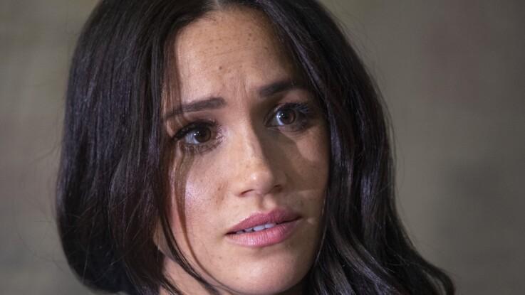 """Meghan Markle au bord des larmes : """"détruite"""" par la pression médiatique qu'elle ne supporte plus"""