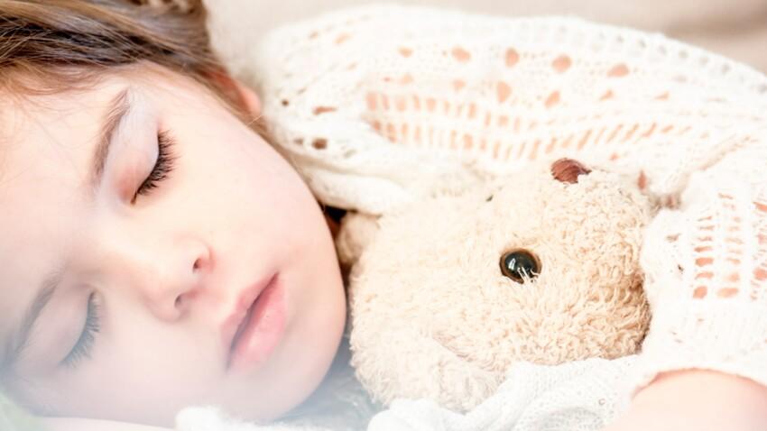 Énurésie : 4 exercices de sophrologie pour l'aider à arrêter de faire pipi au lit