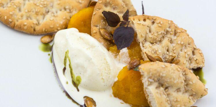 Compote de courge, glace vanille, pépins de courge rôtis au four