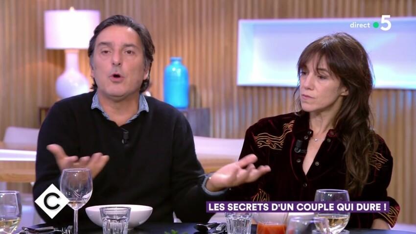 """Vidéo - Yvan Attal exprime ses regrets devant Charlotte Gainsbourg : """"Je n'aurais pas dû la demander en mariage"""""""