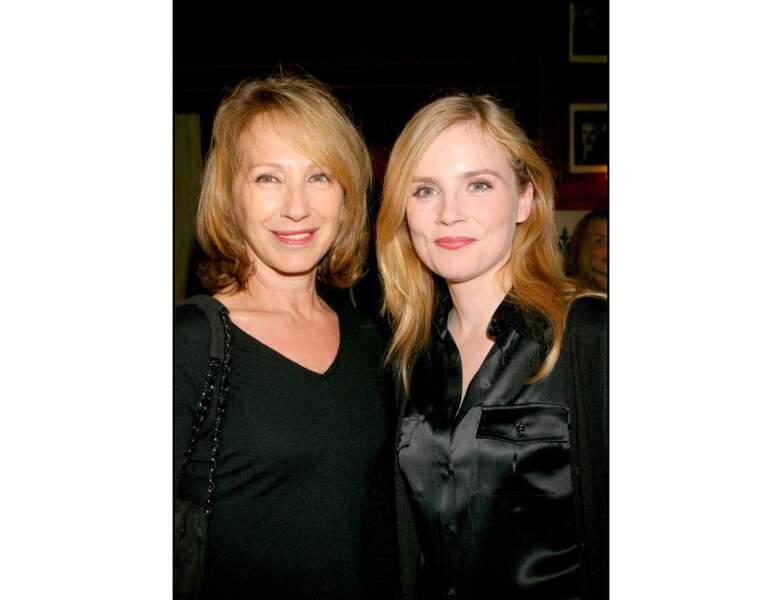 2006 : elle apparaît avec Isabelle carré