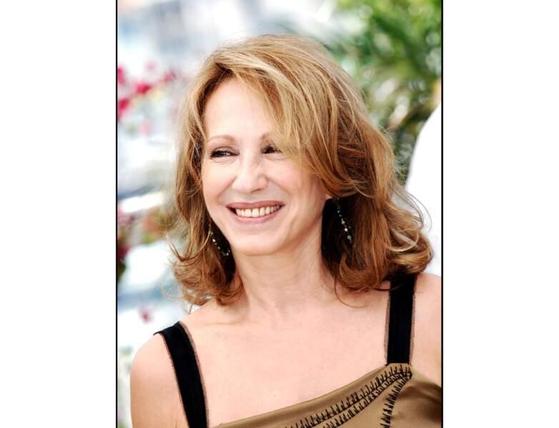 La même année (2006), elle pose à Cannes et elle est radieuse