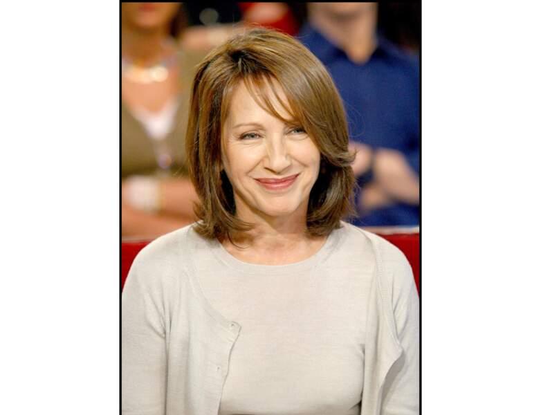 En 2004, elle participe à l'émission vivement Dimanche