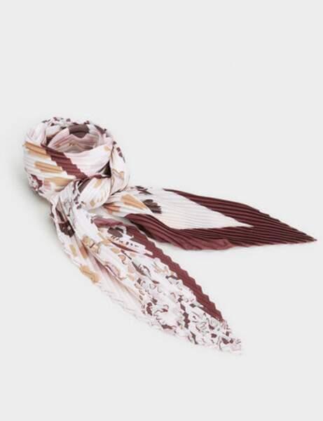 Tendance néo-bourgeoise : le foulard