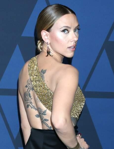 Le chignon lustré de Scarlett Johansson