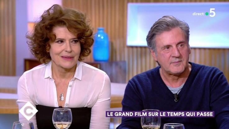 Daniel Auteuil : cette anecdote gênante (et drôle) lors d'une scène très intime avec Fanny Ardant